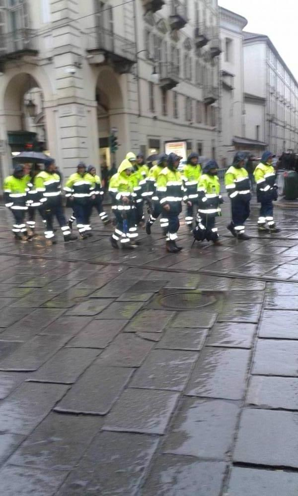 la protezione civile sfila in parata